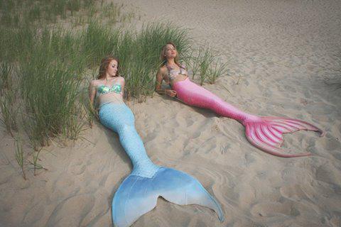 Две девушки-русалочки Мег и Молли