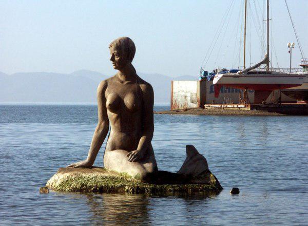 Памятник русалки во Владивостоке