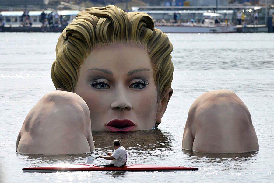 Вот такая необычная скульптура русалка из Германии