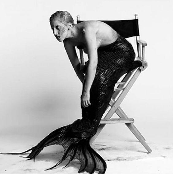 Леди Гага в хвосте русалки