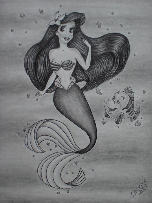 Рисунок Ариэль, плавающей в воде