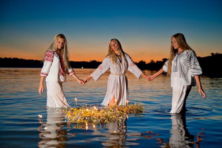 Русалки на праздник ивана купалы в воде