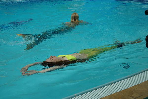 Плавание в хвосте русалки релакс на спине