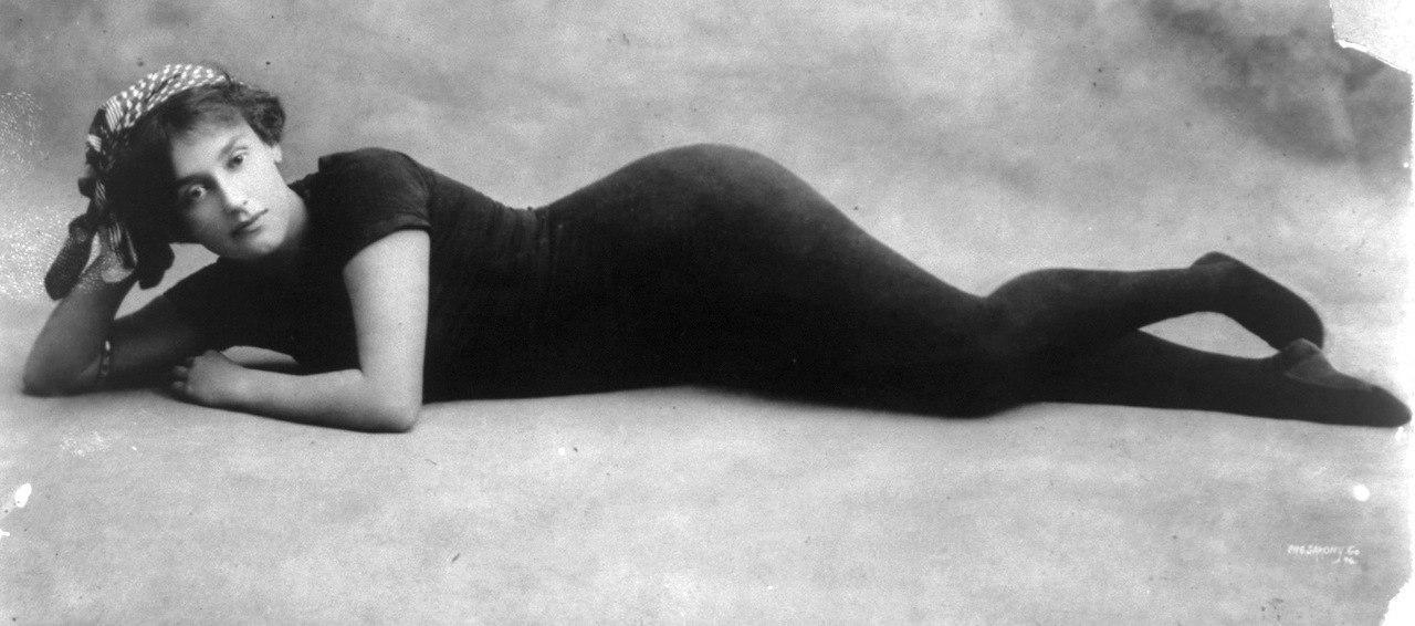 Аннет стала первой русалкой