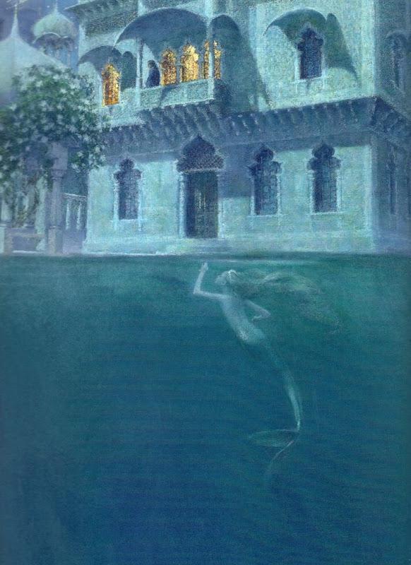 Русалочка плавает под водой