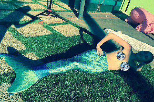 Майли Сайрус в хвосте русалки