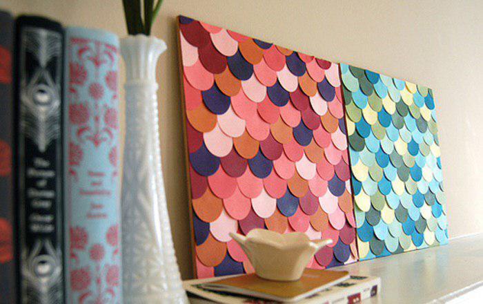 Обои с разноцветной чешуей для декора.